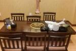 고깃집에서 식탁 깨끗하게 치우고 떠난 신혼부부