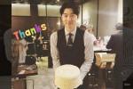 '밀정' 응원에 케이크 공손히 들고 인사 전하는 공유