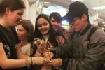 러시아어 몰라도 현지 팬들에게 웃으며 인사하는 유재석 (영상)