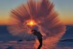 북극 영하 '40도'에서 뜨거운 물을 붓는 순간