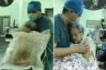 무서워하는 102세 할머니 수술 내내 꼭 안아준 의사