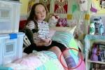 7천 마리 '바퀴벌레' 키우며 희귀병 이겨내는 10살 소녀 (영상)