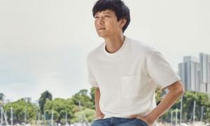 흰 티에 청바지로 '남친룩' 완성한 강동원