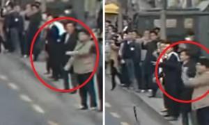검찰 조사받으러 가는 박 전 대통령에 '주먹 감자' 날린 시민