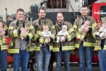 한 소방서에서 6명이 동시에 '아빠'된 뒤 찍은 기념사진