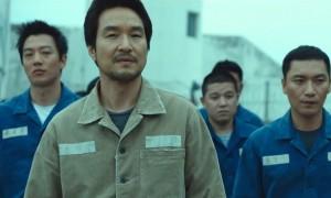 외화 득세 속 홀로 '한국 영화' 자존심 지키는 '프리즌'