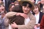 '프리허그' 하러 홍대 온 김민석 보고 줄 선 여성팬들 (영상)