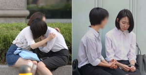 면접 떨어진 취준생이 안아 달라고 하자 시민들이 보인 반응 (영상)