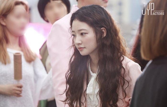 인형외모로 주목받고 있는 송하윤 '쌈, 마이웨이' 비하인드 영상 - 인사이트
