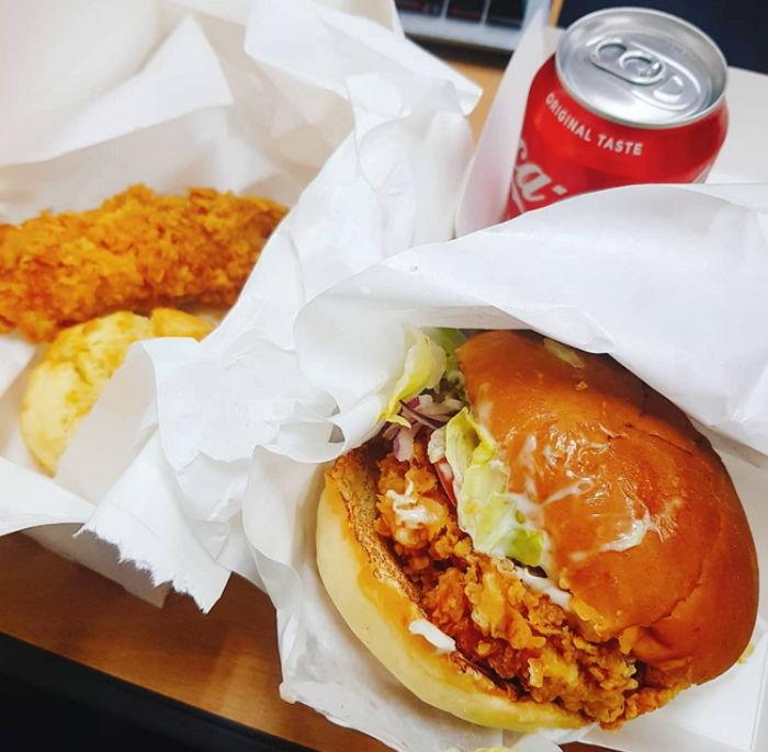 맘스터치 의식(?)해 햄버거 퀄리티 높이고 있는 KFC 근황 - 인사이트