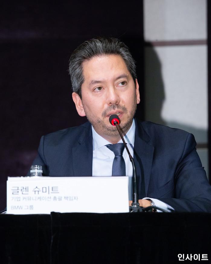 글렌 슈미트가 6일 오후 서울 중구 조선호텔에서 최근 잇달아 발생하고 있는 'BMW차량 화재 사태'와 관련해 기자회견을 갖고 심각한 표정을 짓고 있다. / 사진=고대현 기자 daehyun@