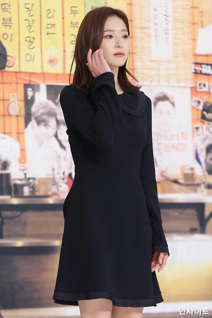 배우 신세경이 19일 오후 서울 영등포구 타임스퀘어 아모리스에서 열린 올리브 예능 '국경없는 포차' 제작발표회에 참석해 포즈를 취하고 있다. / 사진=박찬하 기자 chanha@