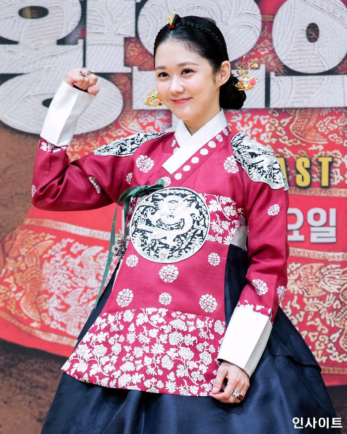 배우 장나라가 20일 오후 서울 목동 SBS에서 열린 새 수목드라마 '황후의 품격' 제작발표회에 참석해 포즈를 취하고 있다. / 사진=고대현 기자 daehyun@