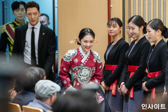 배우 장나라가 20일 오후 서울 목동 SBS에서 열린 새 수목드라마 '황후의 품격' 제작발표회에 참석하고 있다. / 사진=고대현 기자 daehyun@