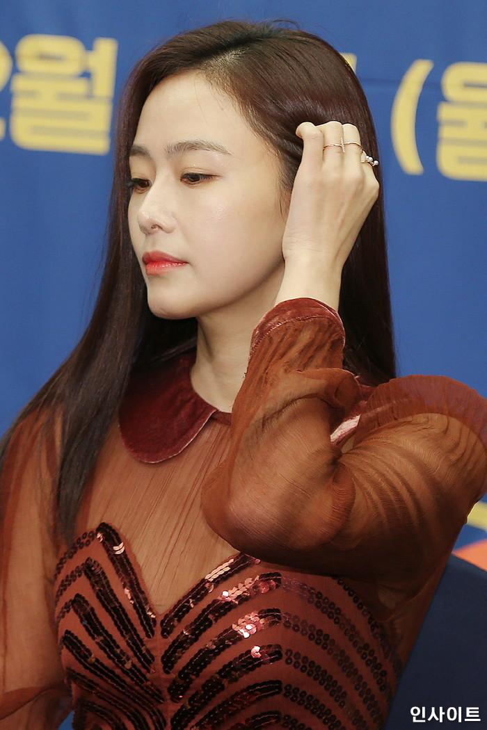 배우 홍수현이 6일 오후 서울 마포구 스탠포드호텔에서 열린 tvN 예능 '서울메이트2' 제작발표회에서 어두운 표정을 짓고 있다. / 사진=박찬하 기자 chanha@