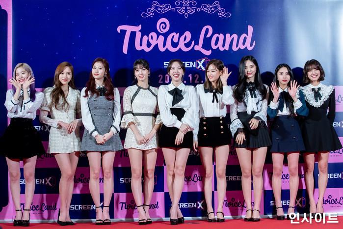 트와이스가 6일 오후 서울 용산CGV 아이파크몰에서 열린 영화 '트와이스랜드' 언론시사회에 참석해 레드카펫을 밟고 있다. / 사진=고대현 기자 daehyun@