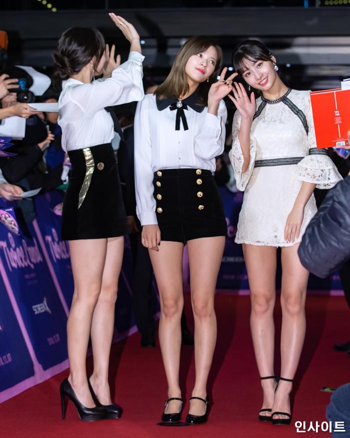 트와이스 나연 정연 모모가 6일 오후 서울 용산CGV 아이파크몰에서 열린 영화 '트와이스랜드' 언론시사회에 참석해 레드카펫을 밟고 있다. / 사진=고대현 기자 daehyun@