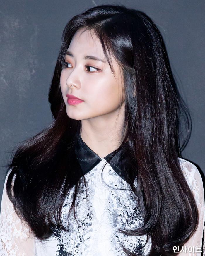 트와이스 쯔위가 6일 오후 서울 용산CGV 아이파크몰에서 열린 영화 '트와이스랜드' 언론시사회에 참석해 무대인사를 하고 있다. / 사진=고대현 기자 daehyun@