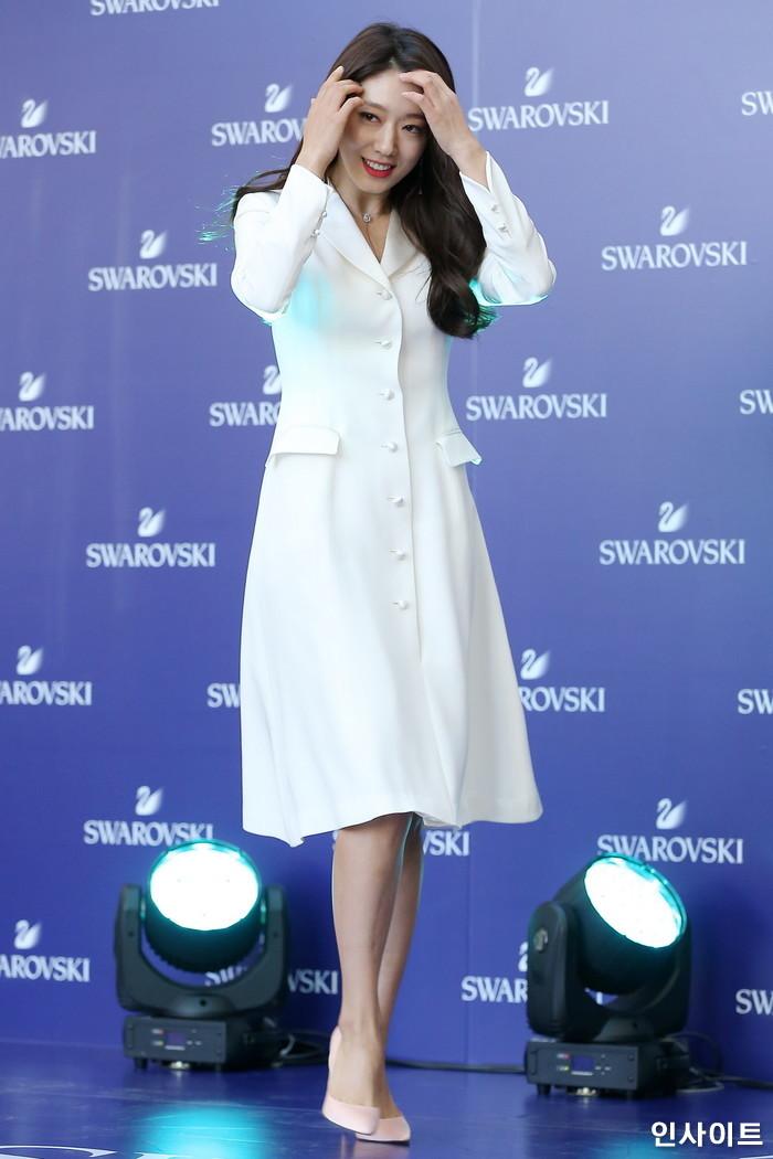 배우 박신혜가 10일 오후 서울 영등포구 타임스퀘어에서 열린 한 쥬얼리 브랜드 행사에 참석해 포즈를 취하고 있다. / 사진=박찬하 기자 chanha@