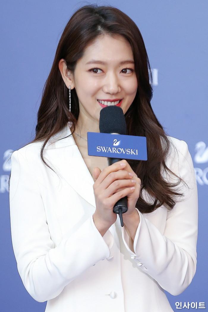 배우 박신혜가 10일 오후 서울 영등포구 타임스퀘어에서 열린 한 쥬얼리 브랜드 행사에 참석해 인사말을 하고 있다. / 사진=박찬하 기자 chanha@