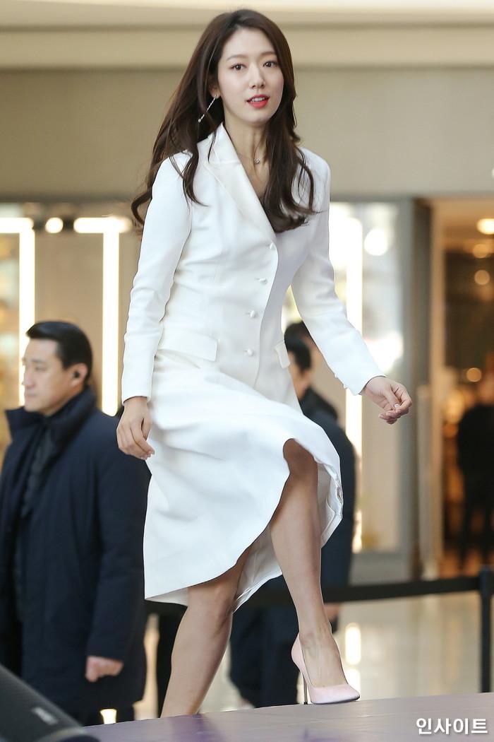 배우 박신혜가 10일 오후 서울 영등포구 타임스퀘어에서 열린 한 쥬얼리 브랜드 행사에 참석하고 있다. / 사진=박찬하 기자 chanha@