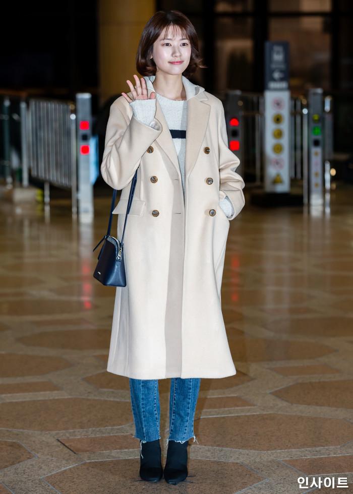 배우 정소민이 11일 오후 2018 MAMA(마마) FANS' CHOICE in JAPAN에 참석 차 김포국제공항을 통해 일본으로 출국 하고 있다. / 사진=고대현 기자 daehyun@
