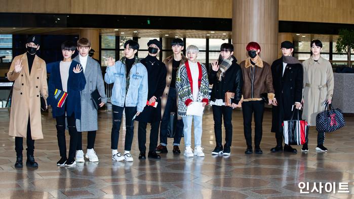 워너원이 11일 오후 2018 MAMA(마마) FANS' CHOICE in JAPAN에 참석 차 김포국제공항을 통해 일본으로 출국 하고 있다. / 사진=고대현 기자 daehyun@