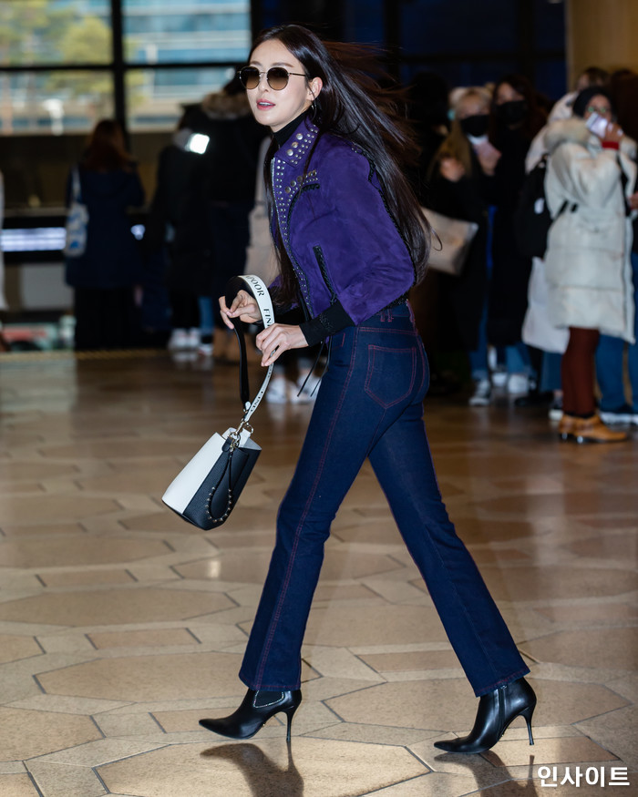 배우 이다희가 11일 오후 2018 MAMA(마마) FANS' CHOICE in JAPAN에 참석 차 김포국제공항을 통해 일본으로 출국 하고 있다. / 사진=고대현 기자 daehyun@