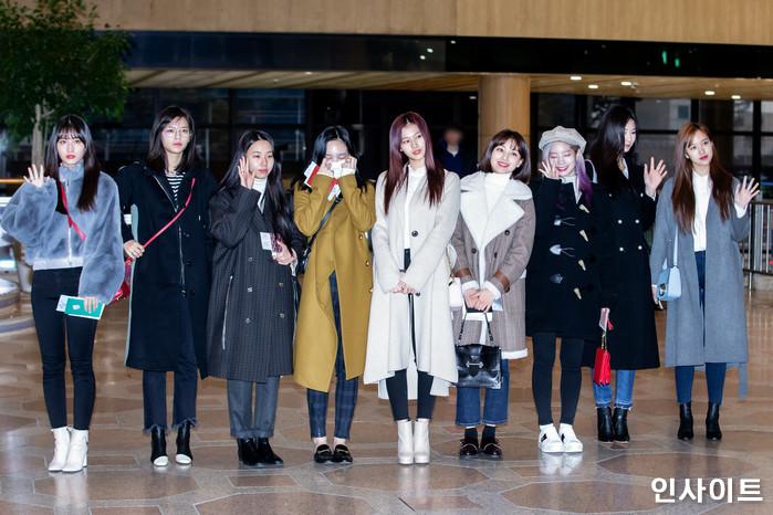 트와이스가 11일 오전 '2018 MAMA(마마) FANS' CHOICE in JAPAN' 참석 차 김포국제공항을 통해 일본으로 출국 하고 있다. / 사진=고대현 기자 daehyun@