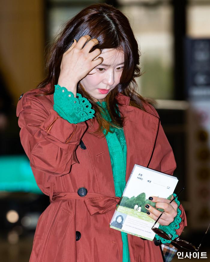 배우 최강희가 11일 오후 2018 MAMA(마마) FANS' CHOICE in JAPAN에 참석 차 김포국제공항을 통해 일본으로 출국 하고 있다. / 사진=고대현 기자 daehyun@