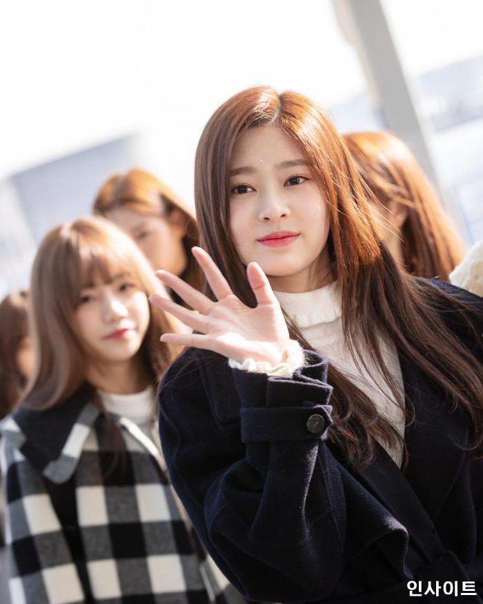 아이즈원 김민주가 13일 오전 '2018 MAMA (마마) Mnet Asian Music Awards FANS' CHOICE in HONGKONG'에 참석 차 인천국제공항 제2여객터미널을 통해 출국 하고 있다. / 사진=고대현 기자 daehyun@