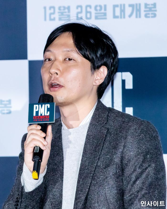 김병우 감독이 19일 오후 서울 용산CGV에서 열린 영화 'PMC - 더 벙커' 언론시사회에 참석해 포즈를 취하고 있다. / 사진=고대현 기자 daehyun@