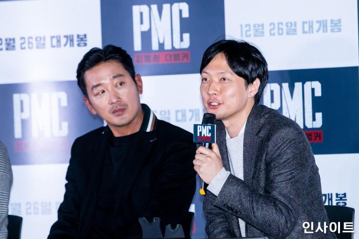 배우 하정우, 김병우 감독이 19일 오후 서울 용산CGV에서 열린 영화 'PMC - 더 벙커' 언론시사회에 참석해 포즈를 취하고 있다. / 사진=고대현 기자 daehyun@