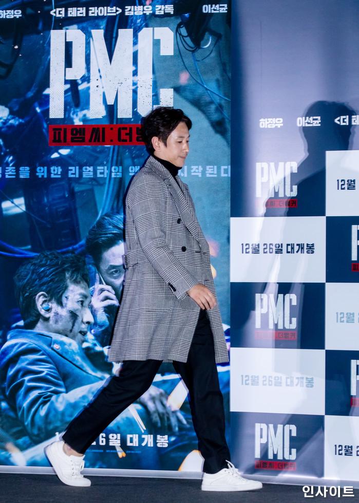 배우 이선균이 19일 오후 서울 용산CGV에서 열린 영화 'PMC - 더 벙커' 언론시사회에 참석해 포즈를 취하고 있다. / 사진=고대현 기자 daehyun@
