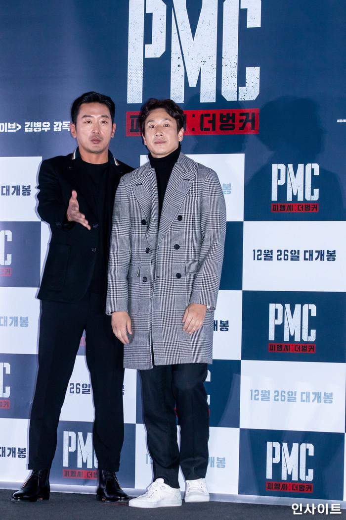배우 하정우, 이선균이 19일 오후 서울 용산CGV에서 열린 영화 'PMC - 더 벙커' 언론시사회에 참석해 포즈를 취하고 있다. / 사진=고대현 기자 daehyun@