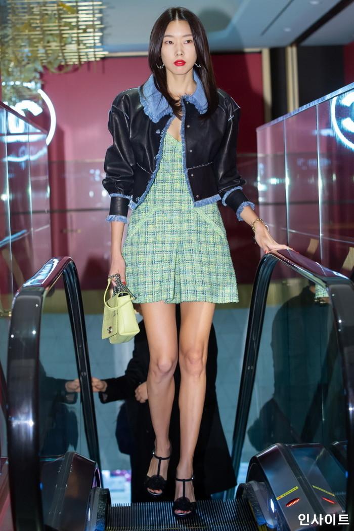 배우 한혜진이 21일 오전 서울 중구 롯데면세점 명동본점에서 열린 한 화장품 브랜드 행사에 참석하고 있다. / 사진=박찬하 기자 chanha@