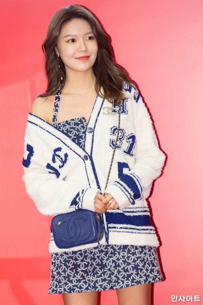 소녀시대 수영이 21일 오전 서울 중구 롯데면세점 명동본점에서 열린 한 화장품 브랜드 행사에 참석해 포즈를 취하고 있다. / 사진=박찬하 기자 chanha@