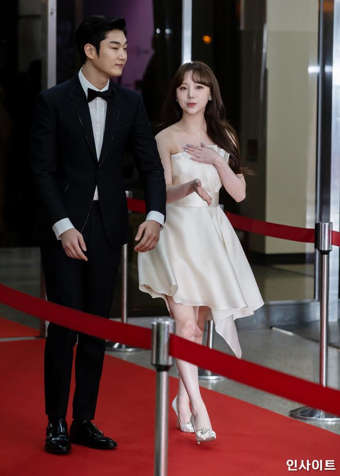 러블리즈 케이가 22일 오후 서울 영등포구 여의도동 KBS 본관 시청자광장에서 열린 '2018 KBS 연예대상' 시상식에 참석해 레드카펫을 밟고 있다. / 사진=고대현 기자 daehyun@