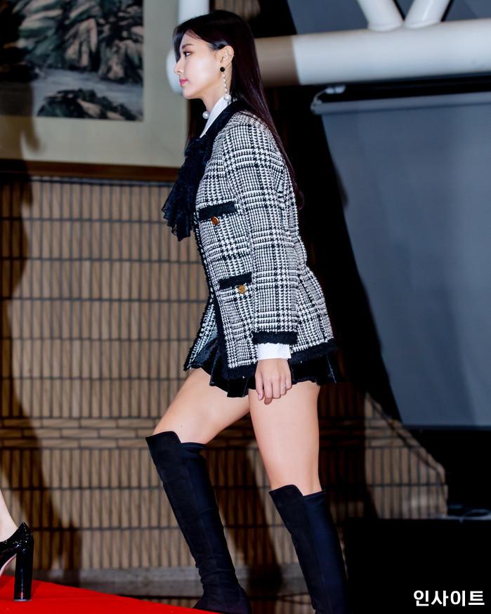 트와이스 쯔위가 28일 오후 서울 여의도 KBS홀에서 열린 '2018 KBS 가요대축제' 시상식에 참석해 레드카펫을 밟고 있다. / 사진=고대현 기자 daehyun@