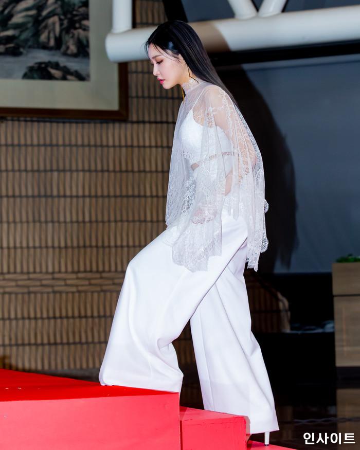 청하가 28일 오후 서울 여의도 KBS홀에서 열린 '2018 KBS 가요대축제' 시상식에 참석해 레드카펫을 밟고 있다. / 사진=고대현 기자 daehyun@