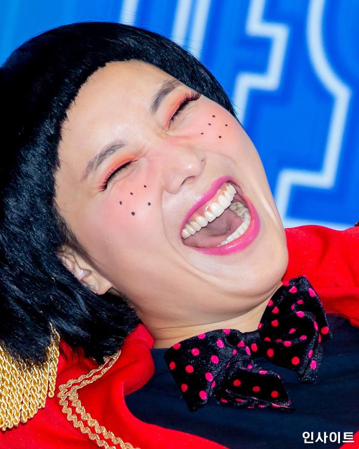 셀럽파이브 신봉선이 28일 오후 서울 여의도 KBS홀에서 열린 '2018 KBS 가요대축제' 시상식에 참석해 레드카펫을 밟고 있다. / 사진=고대현 기자 daehyun@