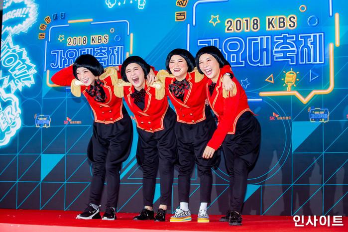 셀럽파이브가 28일 오후 서울 여의도 KBS홀에서 열린 '2018 KBS 가요대축제' 시상식에 참석해 레드카펫을 밟고 있다. / 사진=고대현 기자 daehyun@