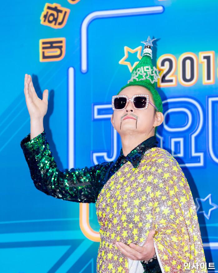노라조가 28일 오후 서울 여의도 KBS홀에서 열린 '2018 KBS 가요대축제' 시상식에 참석해 레드카펫을 밟고 있다. / 사진=고대현 기자 daehyun@