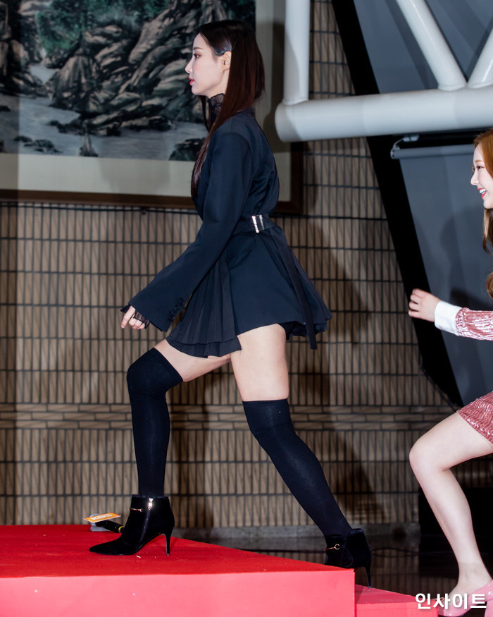 모모랜드 연우가 28일 오후 서울 여의도 KBS홀에서 열린 '2018 KBS 가요대축제' 시상식에 참석해 레드카펫을 밟고 있다. / 사진=고대현 기자 daehyun@