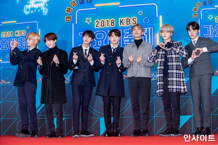 방탄소년단 BTS이 28일 오후 서울 여의도 KBS홀에서 열린 '2018 KBS 가요대축제' 시상식에 참석해 레드카펫을 밟고 있다. / 사진=고대현 기자 daehyun@