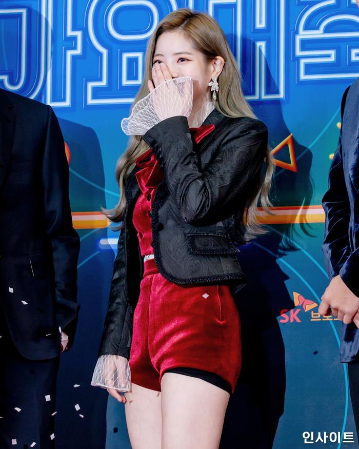 다현이 28일 오후 서울 여의도 KBS홀에서 열린 '2018 KBS 가요대축제' 시상식에 참석해 레드카펫을 밟고 있다. / 사진=고대현 기자 daehyun@