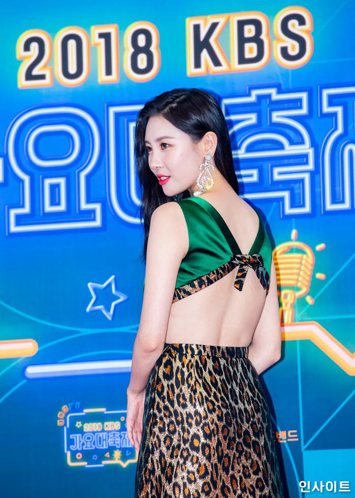 선미가 28일 오후 서울 여의도 KBS홀에서 열린 '2018 KBS 가요대축제' 시상식에 참석해 레드카펫을 밟고 있다. / 사진=고대현 기자 daehyun@