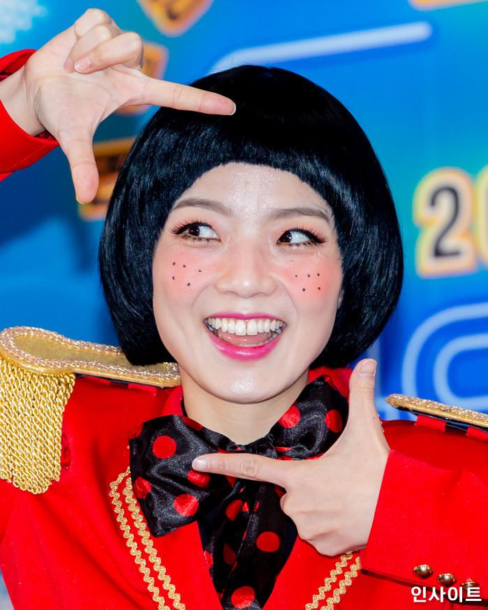 셀럽파이브 안영미가 28일 오후 서울 여의도 KBS홀에서 열린 '2018 KBS 가요대축제' 시상식에 참석해 레드카펫을 밟고 있다. / 사진=고대현 기자 daehyun@