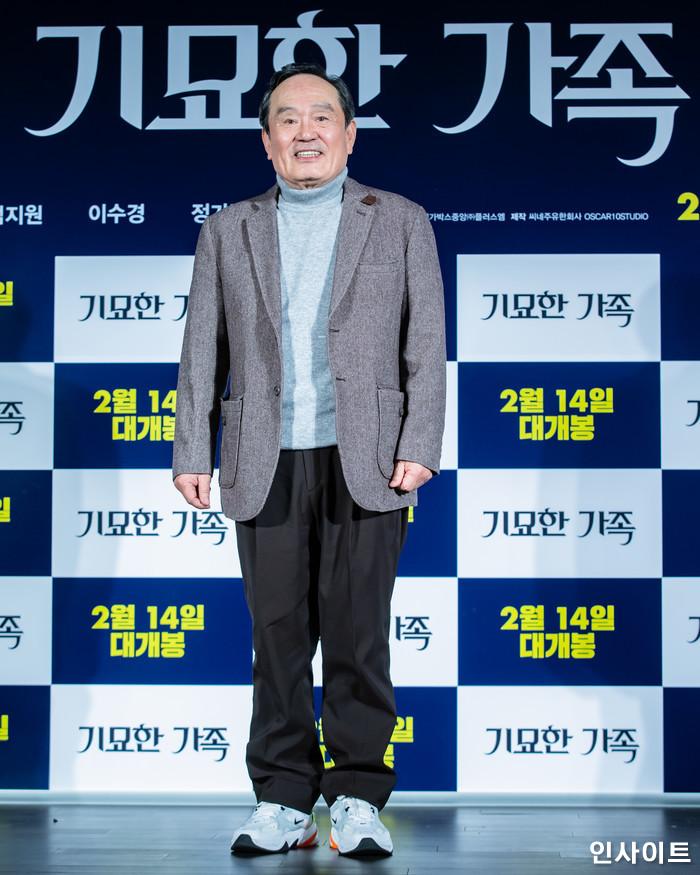 배우 박인환이 15일 오전 서울 메가박스 동대문점에서 열린 영화 '기묘한 가족' 제작보고회에 참석해 포즈를 취하고 있다. / 사진=고대현 기자 daehyun@
