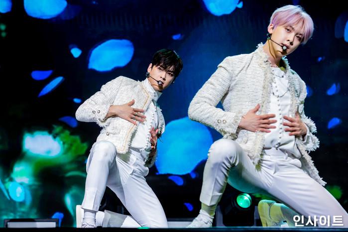 아스트로 차은우 산하가 16일 오후 서울 코엑스아티움서 열린 정규1집 'All Light(올라잇)' 발매 쇼케이스에 참석해 공연을 펼치고 있다. / 사진=고대현 기자 daehyun@